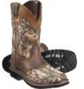 Select Justin Stampede Series Boots + $20 Cabela's Bucks